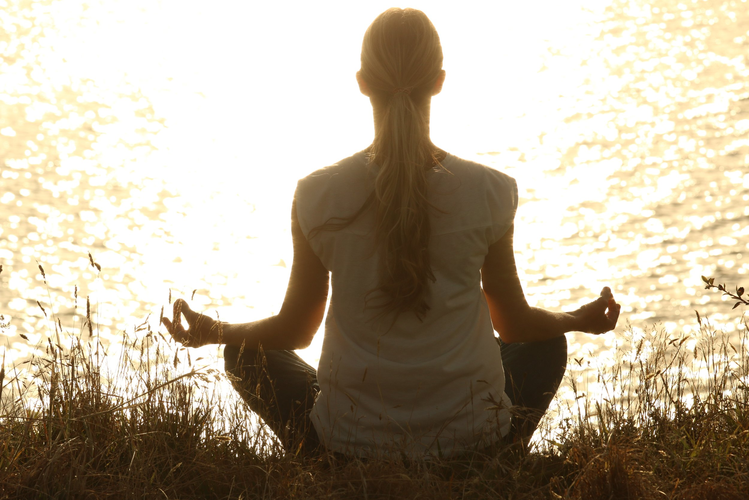 uwm.meditate.person-sunset-sunlight-morning-love-tranquil-1175713-pxhere.com
