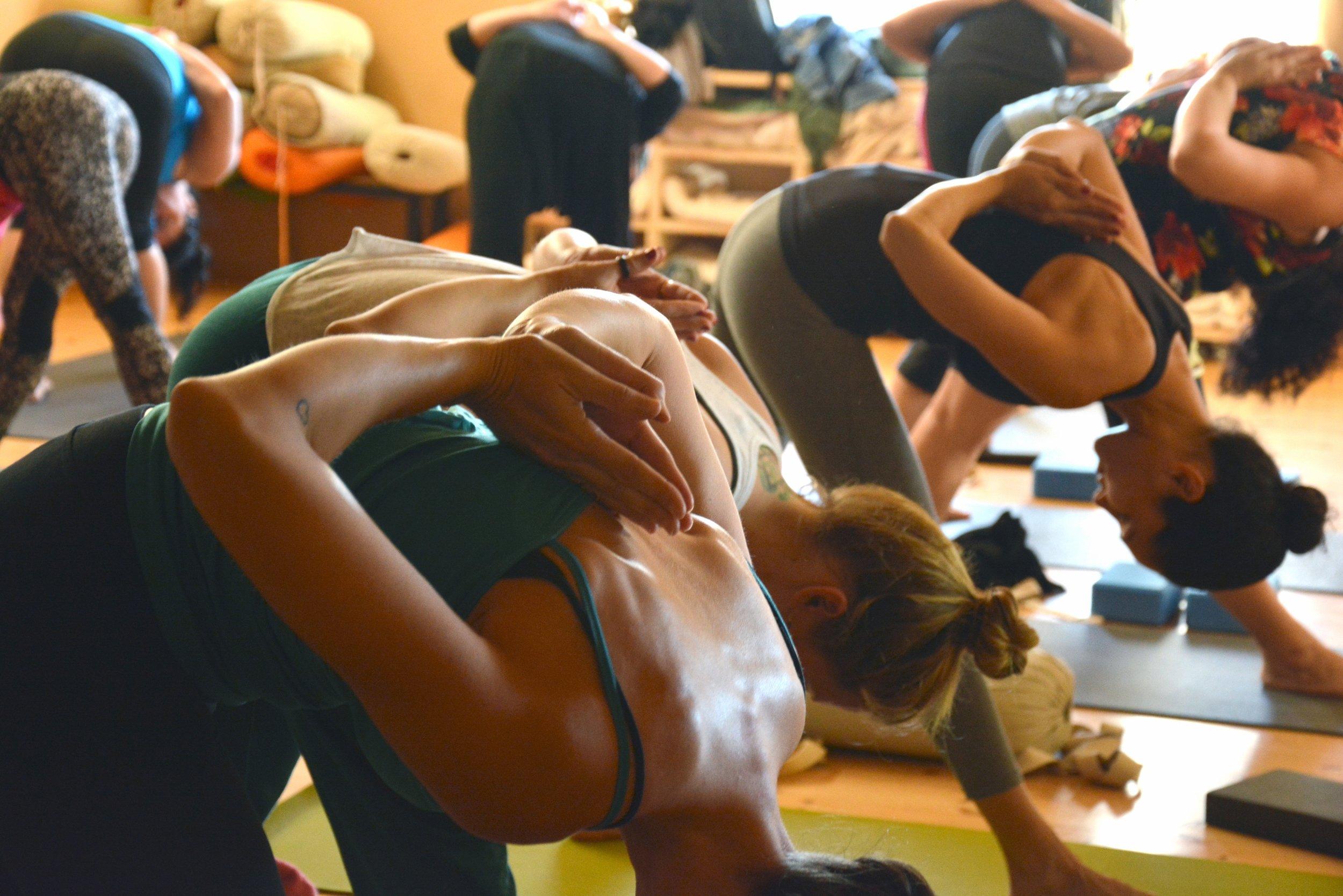 uwm.group-female-exercise-fitness-workout-meditation-1199720-pxhere.com