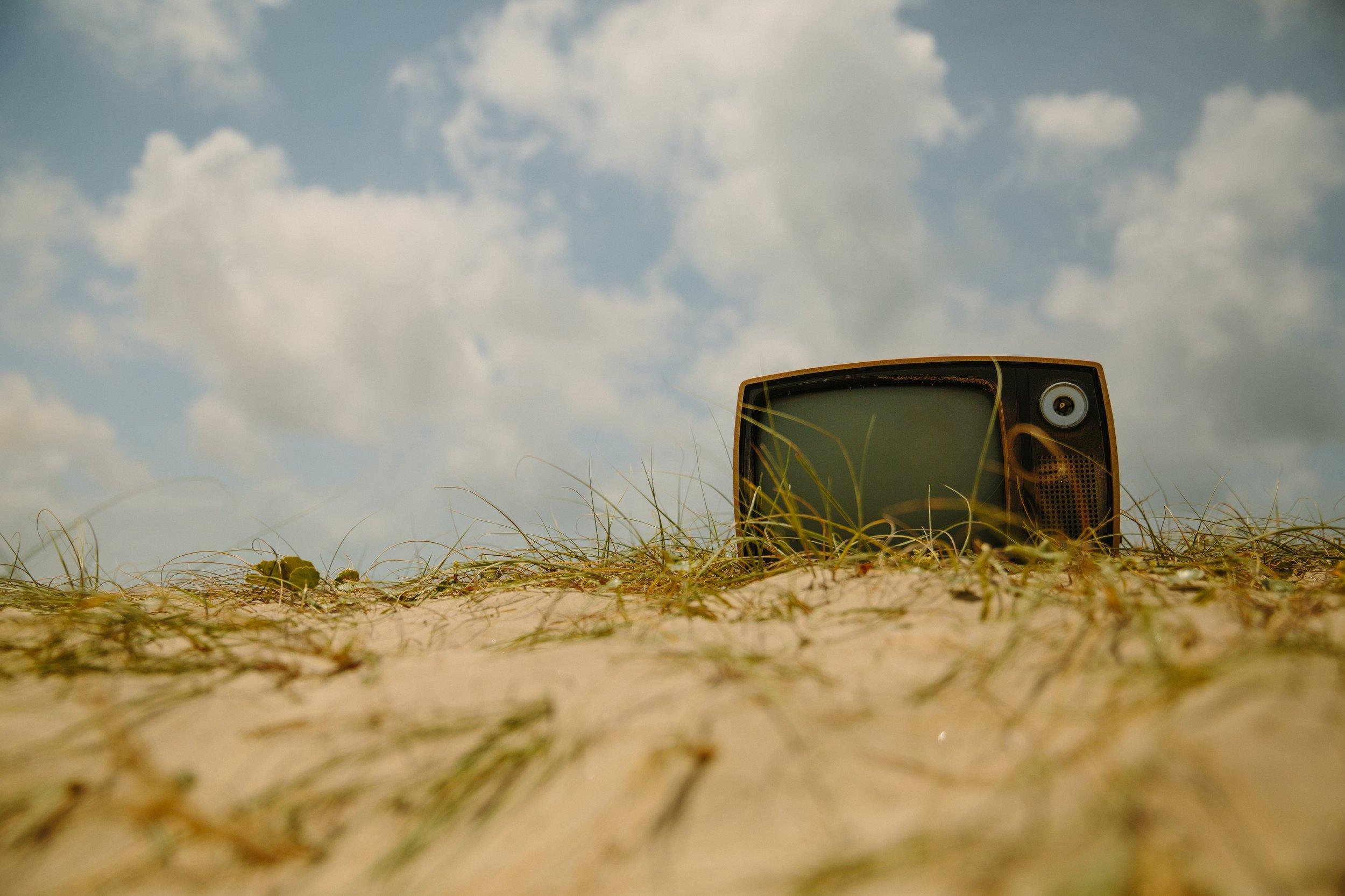 uwm.sleep.tv.landscape-grass-sand-cloud-sky-field-14228-pxhere.com