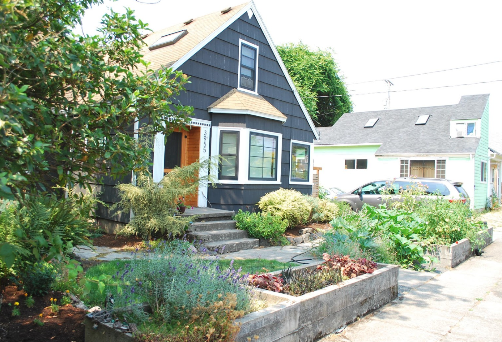 Traditional site design; stoop and green space