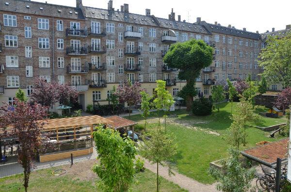 courtyard-wide-600.jpg