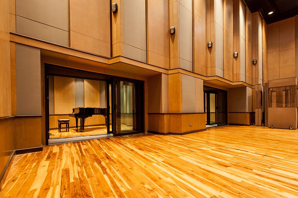 2---Studio-28---Pianos.jpg