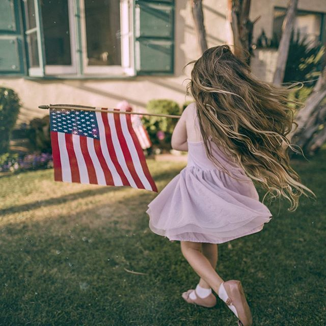 Happy 4th everyone! We hope you are able to kick back with your loved ones and celebrate this wonderful country. We are so incredibly grateful for all of the men and women that currently serve and have served to make this country free. . Our goal is to empower moms so that we can raise a generation that will continue to work towards having a better world. Thank you for working with us! . #4thofjuly #independence #celebration #iammom #iammomsummit