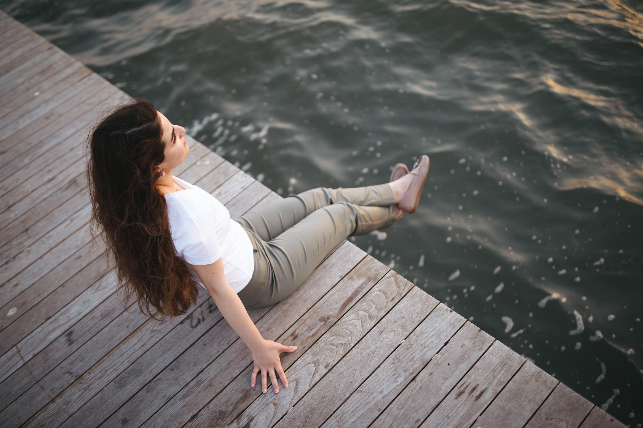 - Frid.Betyder inte att tillvaron är fri från orosmoment, förändring eller hårt arbete.Det innebär att kunna vara i alla dessa tillstånd med ett lugn inombords.