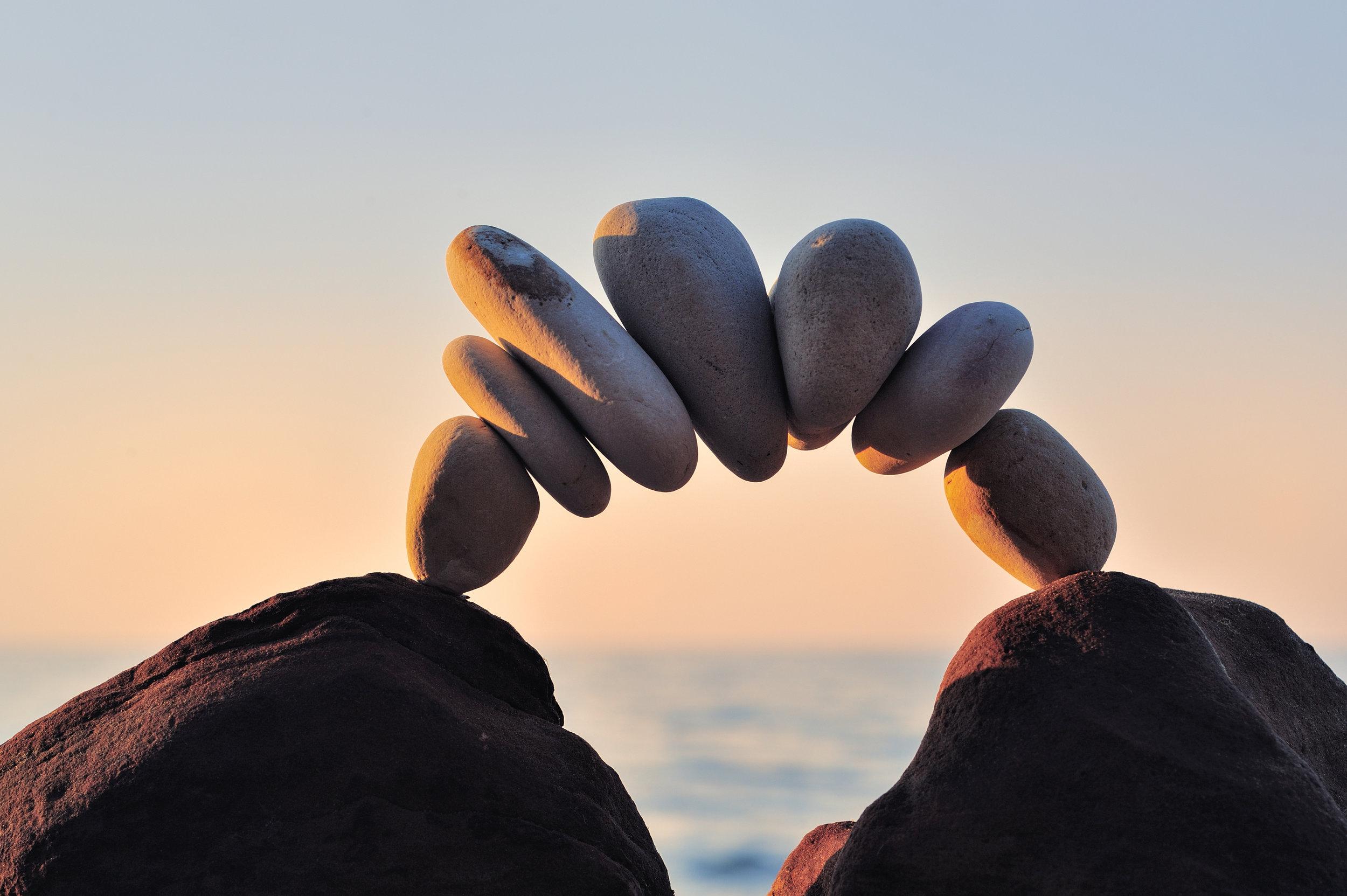 Vår vision - Vi ser PsykosyntesInstitutet som en plats för mänskligt växande, för dig och för de människor du möter i ditt liv. När vi ökar vår medvetenhet och söker den djupare vilja att leva meningsfullt genom mänskligt växande som finns inom oss, mår både du, jag och vår omvärld bättre. Välmående kan spridas och medmänsklig omsorg får vara grund för våra liv.
