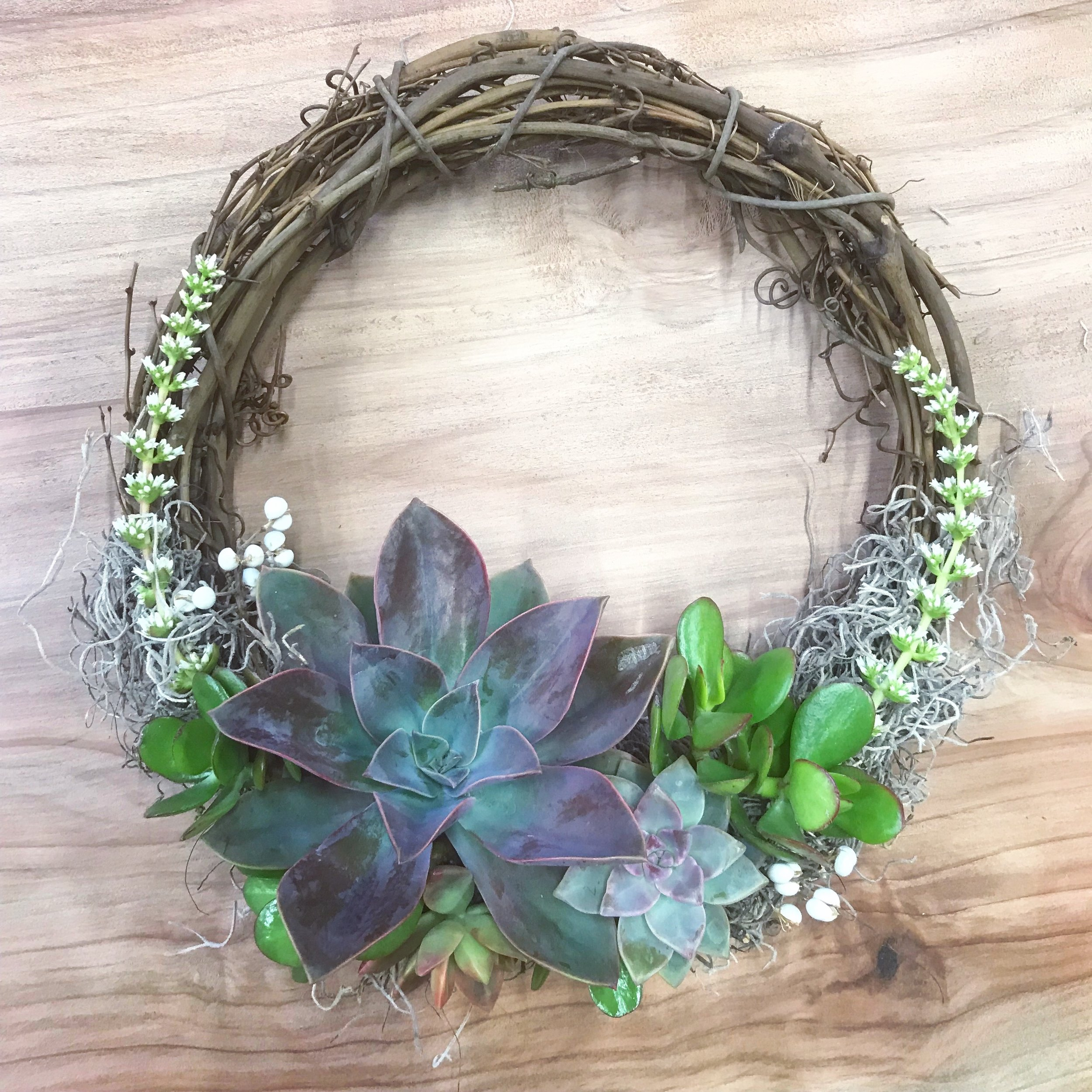 "10"" Grapevine Wreath"