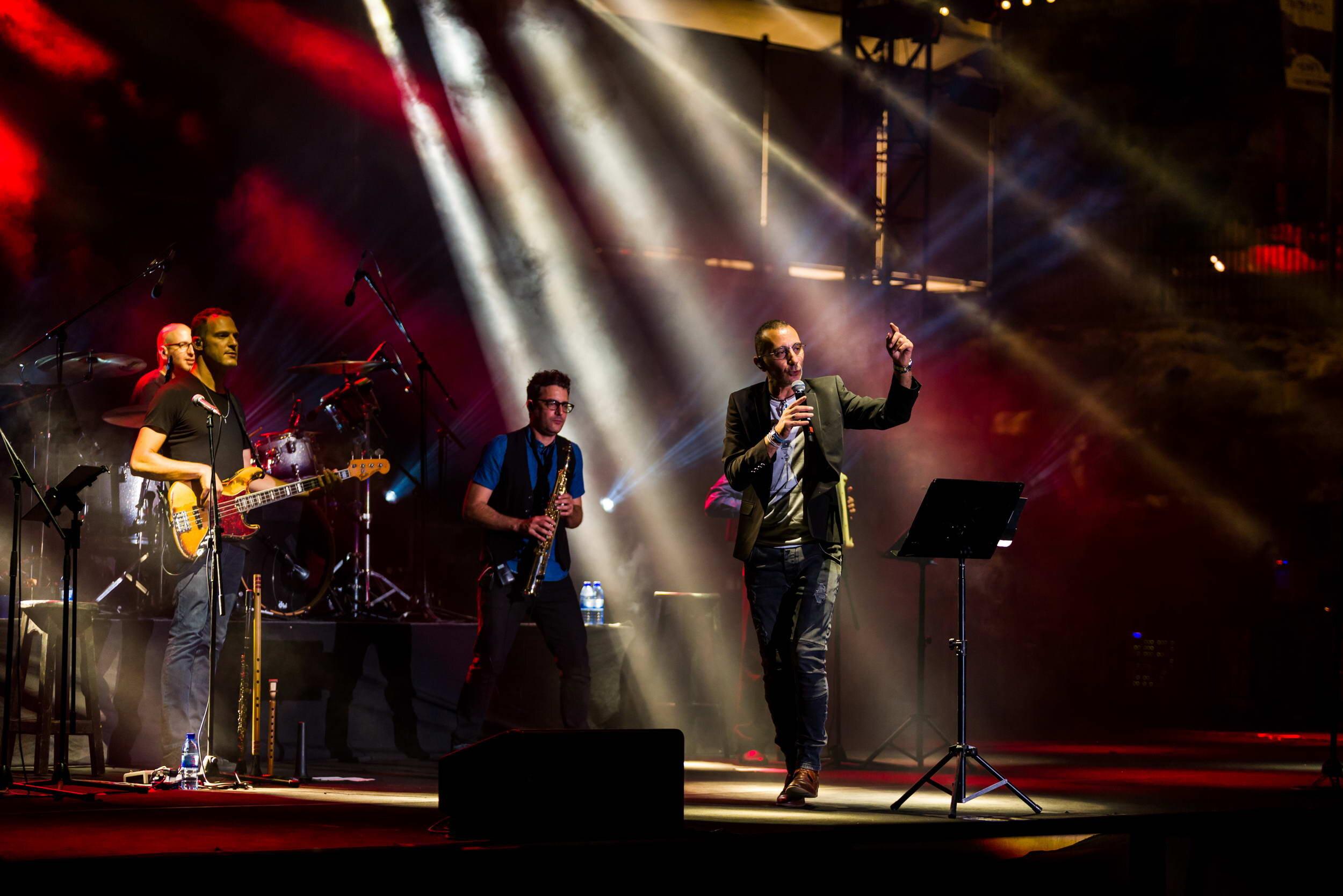 שמעון בוסקילה בהופעה חיה