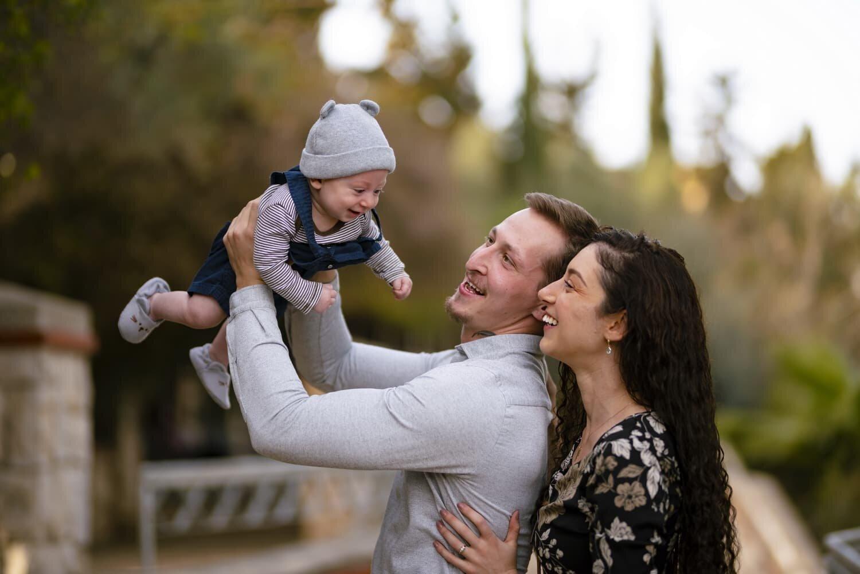 צילום משפחה עם תינוק קטן