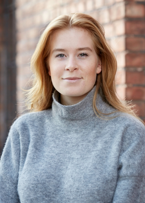 Maria currently studies Film production at Westerdals Oslo School of Arts, Communication and Technology. She has a bachelors degree in Literature from the University of Bergen, and has experience in theatre and writing.    Phone :  +47 468 37 318   Email: mc@hy5.no