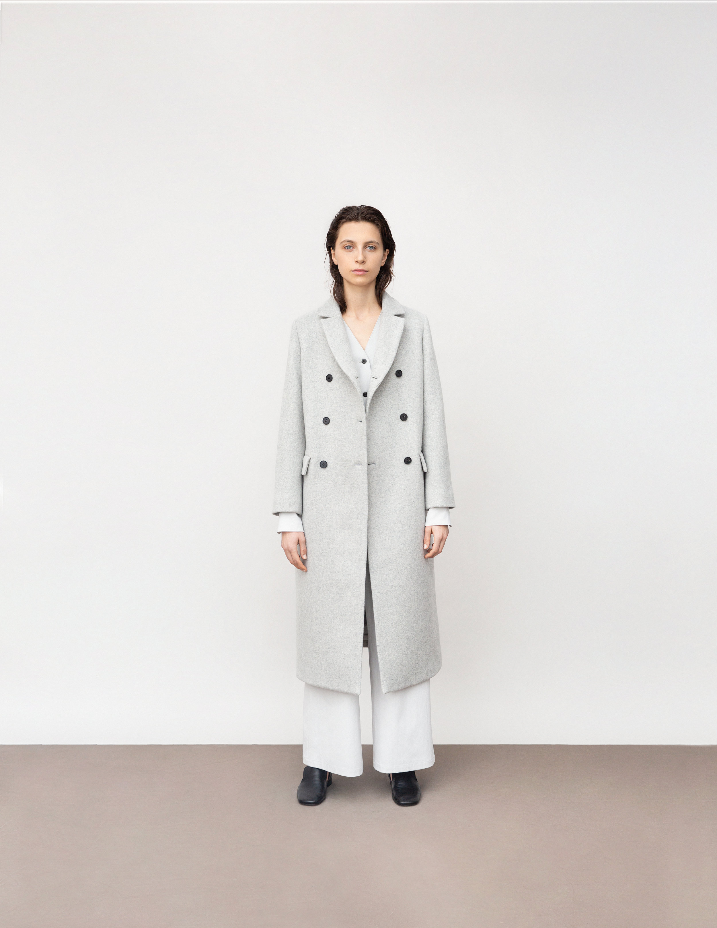 <b>10</b><br>Venice wool coat<br>Gretel dry cotton shirt<br>Hazel wide dry cotton pants