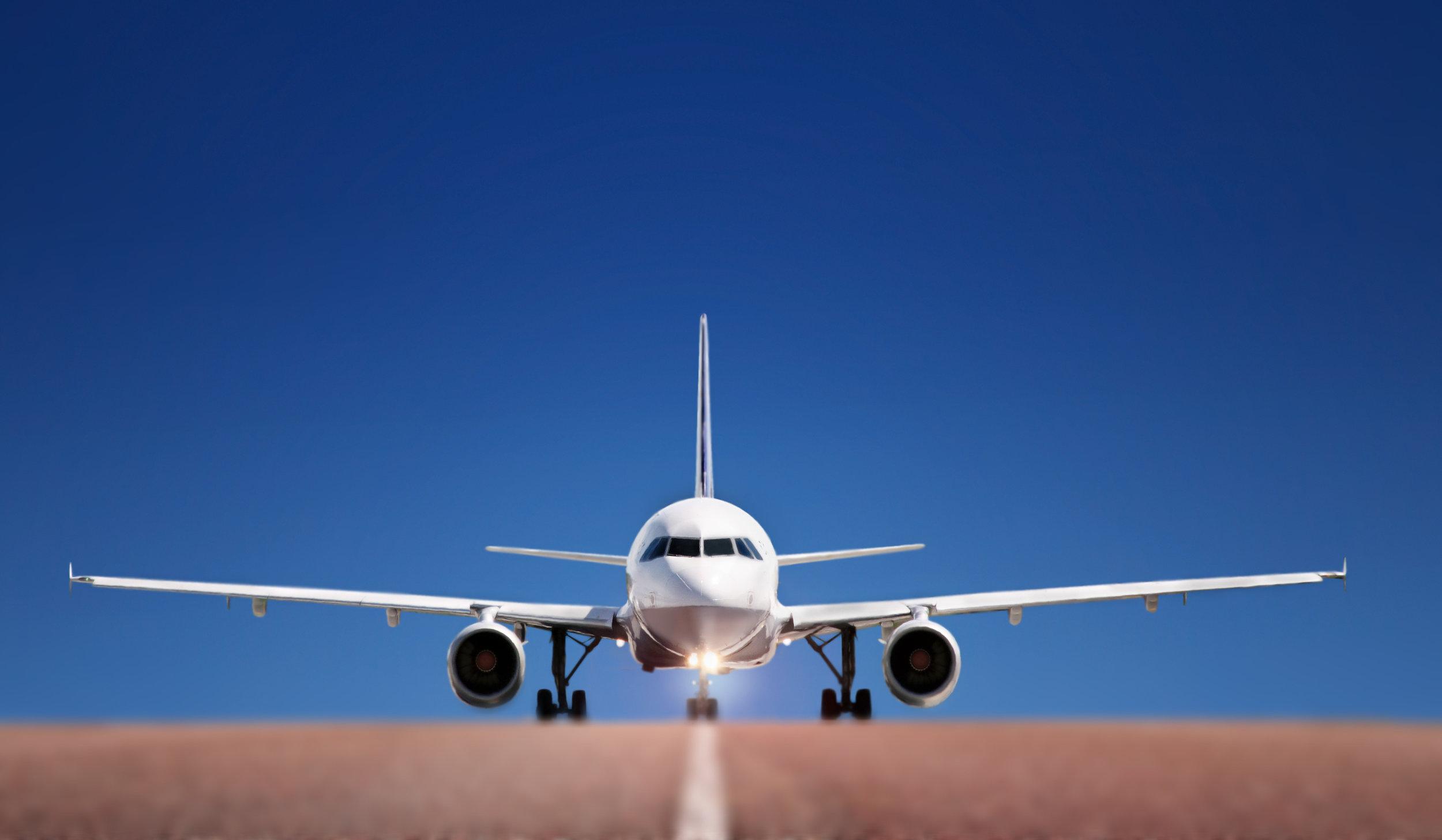 Vsaka letalska družba ima svoja pravila. Navodila imajo objavljena na svoji spletni strani.