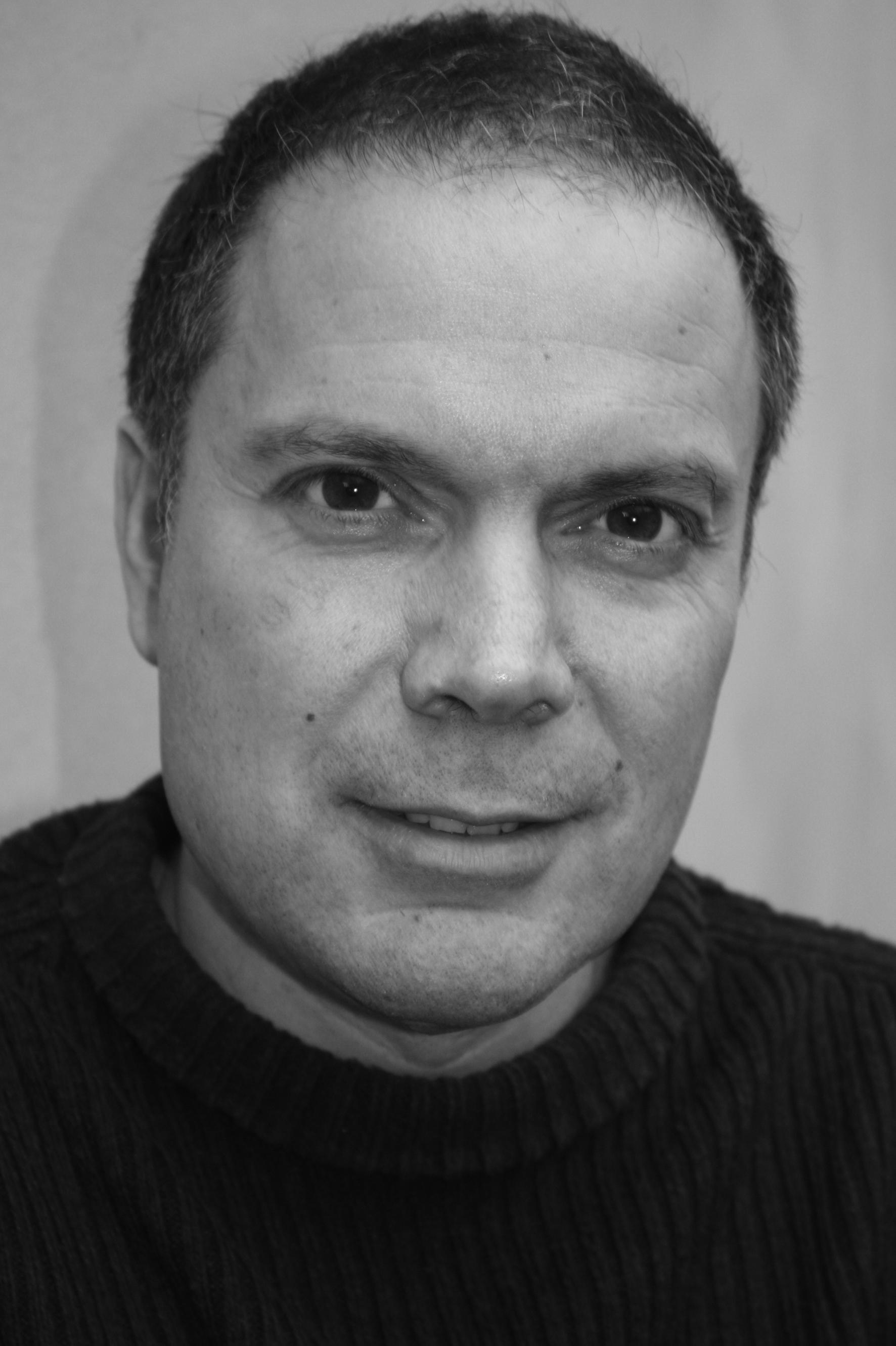 Jamie Vartan headshot b&w.jpg