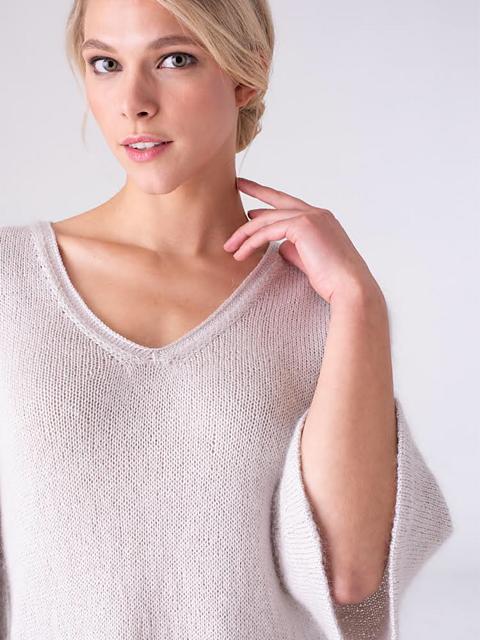 Solana, neck detail