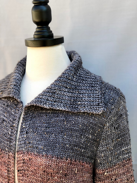 Lucine, collar detail