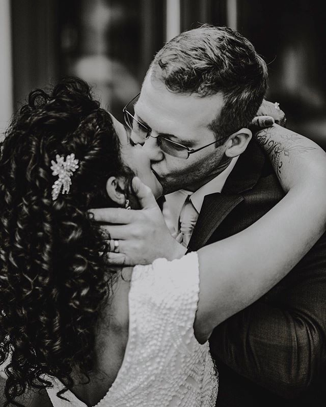 Kissy kissy smoochy smoochy. That's all my brain can muster at the moment  Second shot with @sarahsekalyphotography