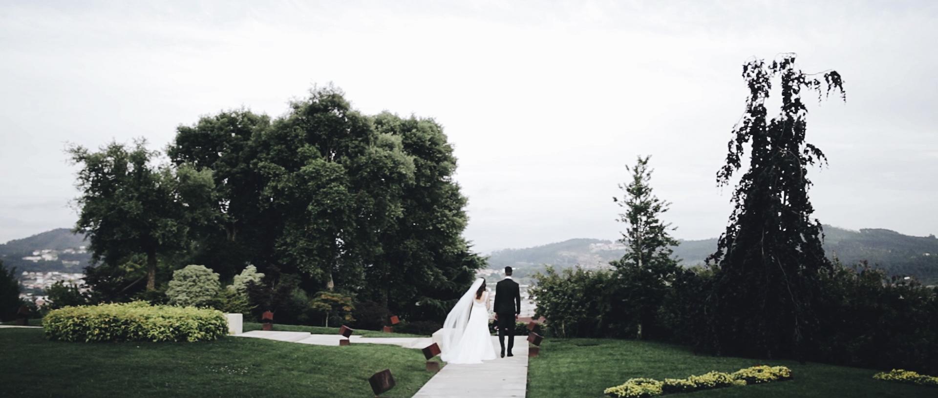 Highlights - A film of between 5 and 7 minutes, that shows the best of the best moments, captured and lived on the day. The edition process allows us to create an intense and unique final product.______________________________________Filme de 5-7 minutos que espelha o melhor do que foi capturado e vivido no dia do casamento. A montagem do filme permite um produto final intenso e único.