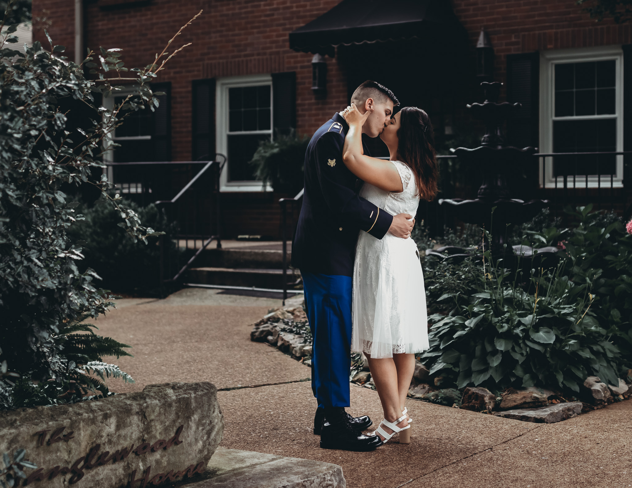 couple kissing at tanglewood house in clarksville