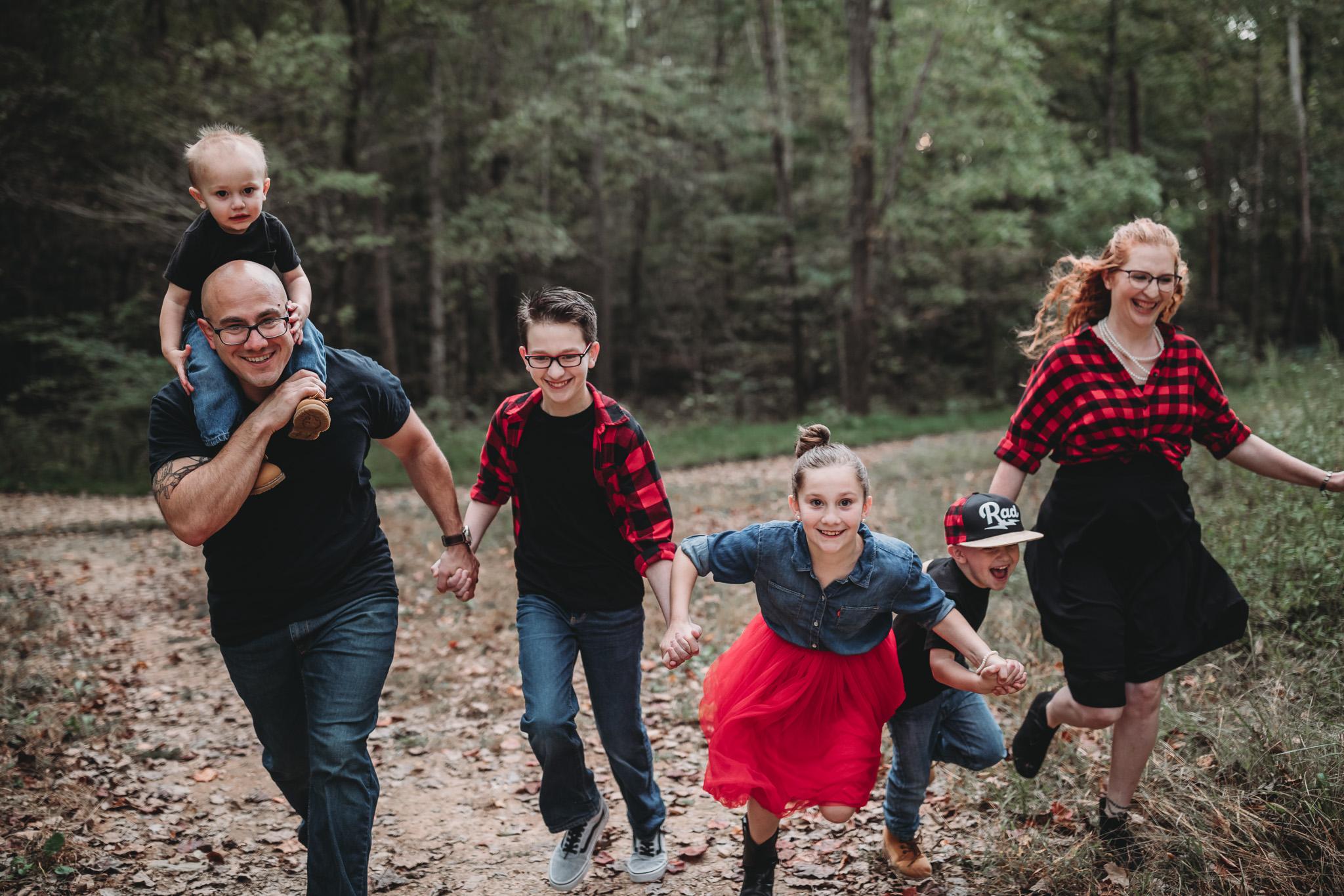 family of 6 posing idea