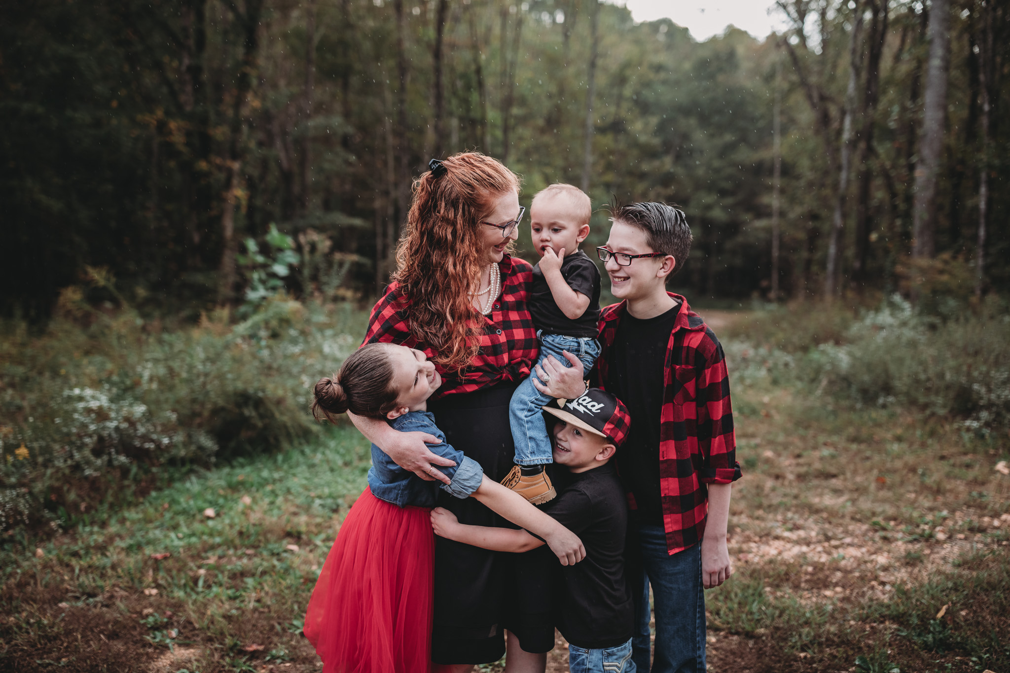 mom with her four kid posing ideas
