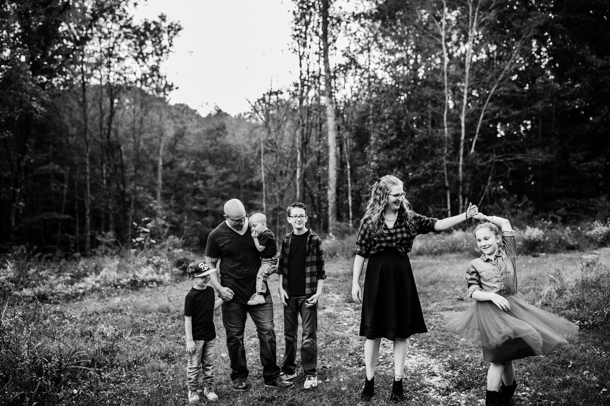 family of six posing idea