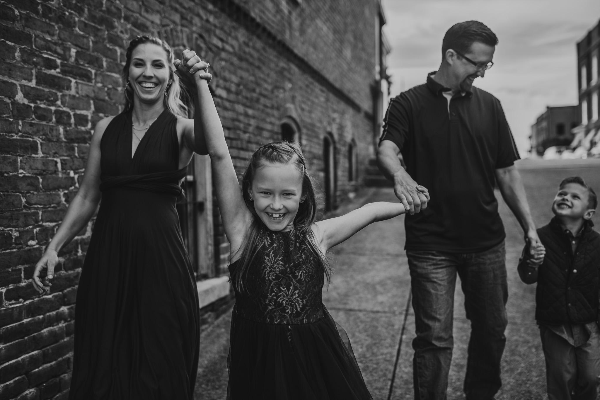 family of four photo pose