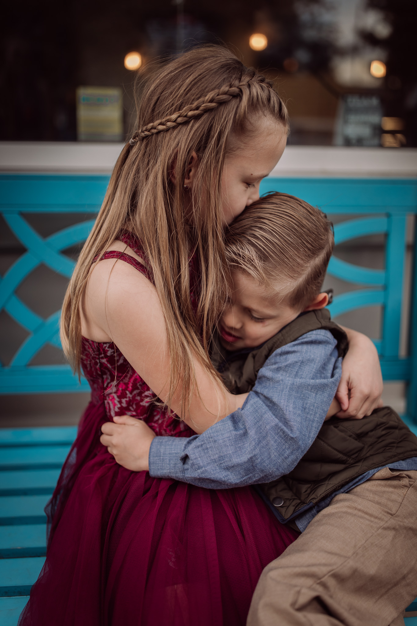 sibling pose and connection