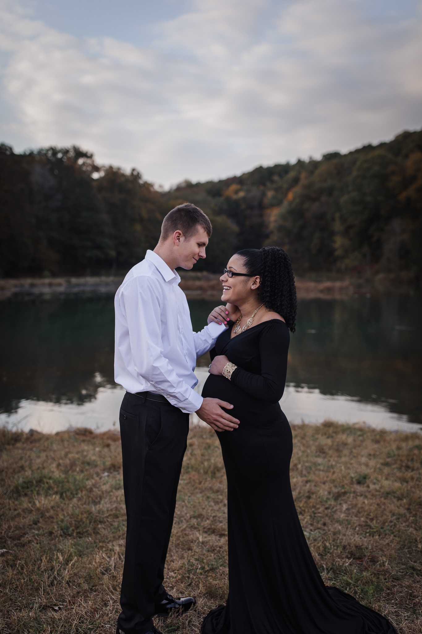 maternity pose for couple
