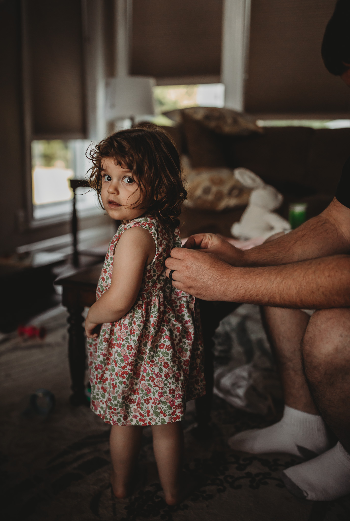 dad dressing little girl