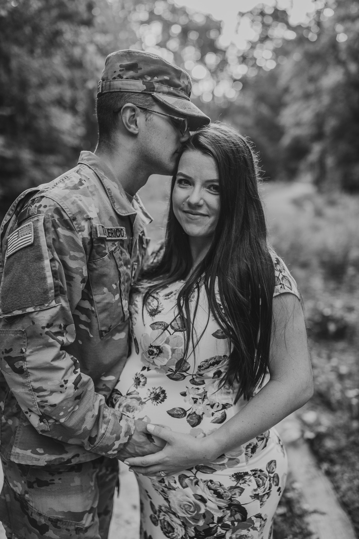 maternity photos with army uniform