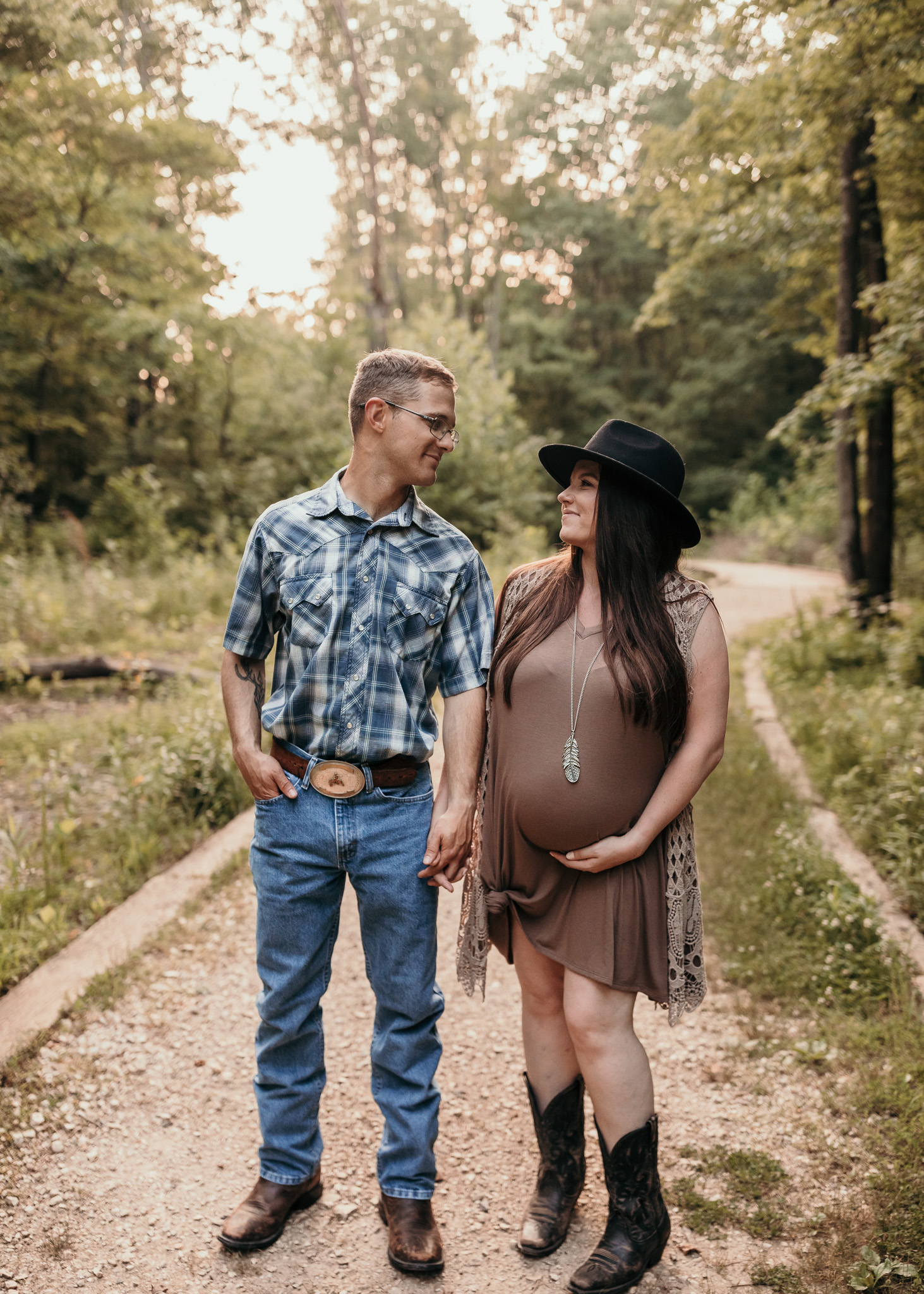 maternity photos outdoors