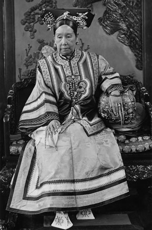 Qing dynasty Empress Cixi wearing her nail guards