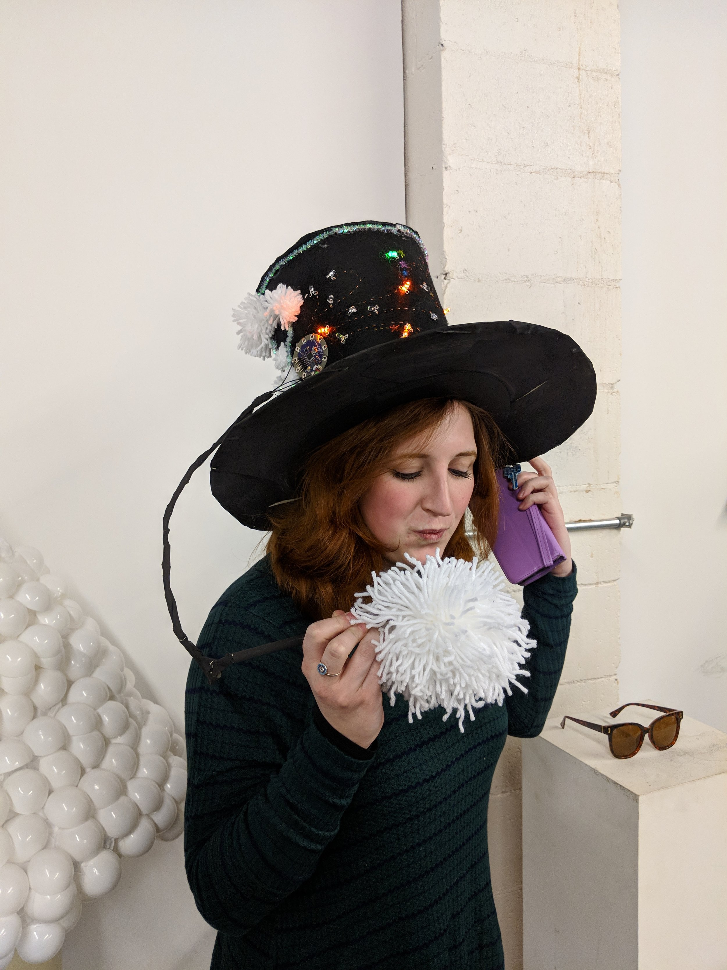 The pompom has an embedded sound sensor with a very sensitively calibrated electret mic.