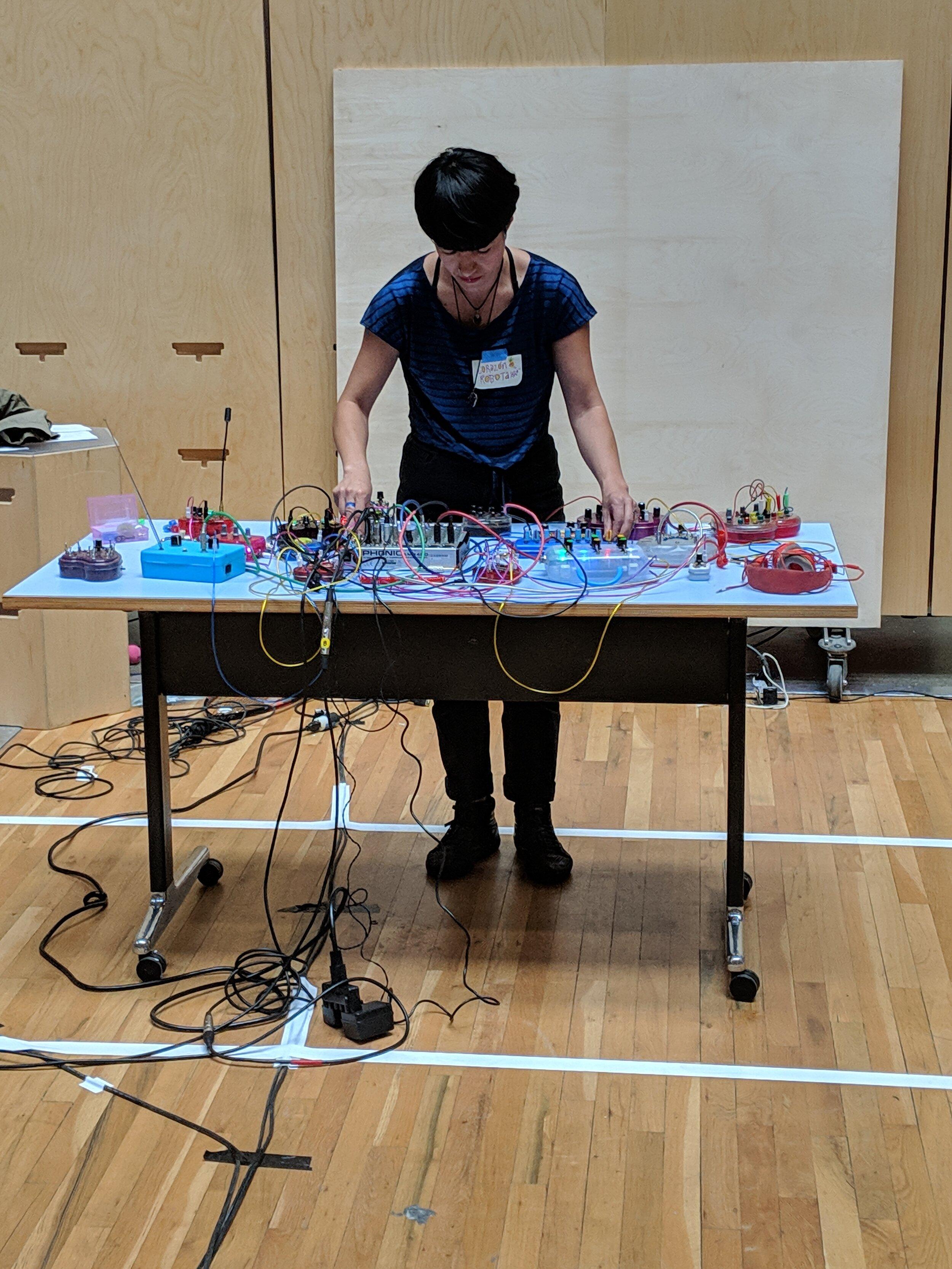 Corazón de Robota ' s handmade musical instruments