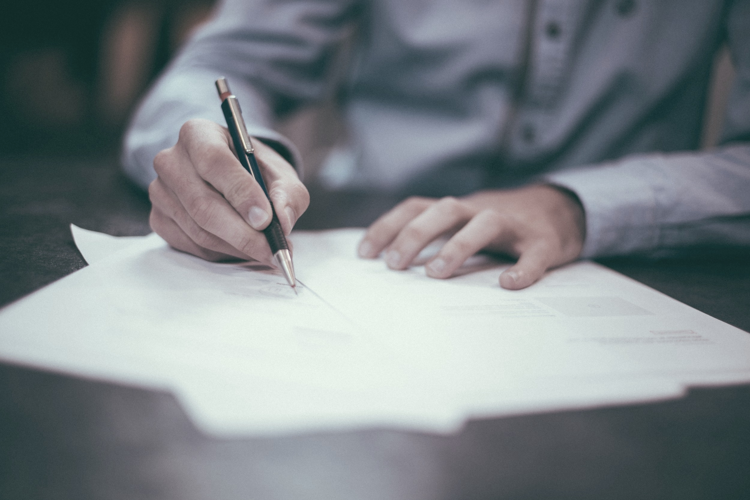 Kontrakter i længerevarende samarbejdsforhold - I denne artikel kan du læse nærmere om nogle udvalgte emner, der erfaringsmæssigt bør tildeles særlig opmærksomhed, når der indgås kontrakter i længerevarende samarbejdsforhold.