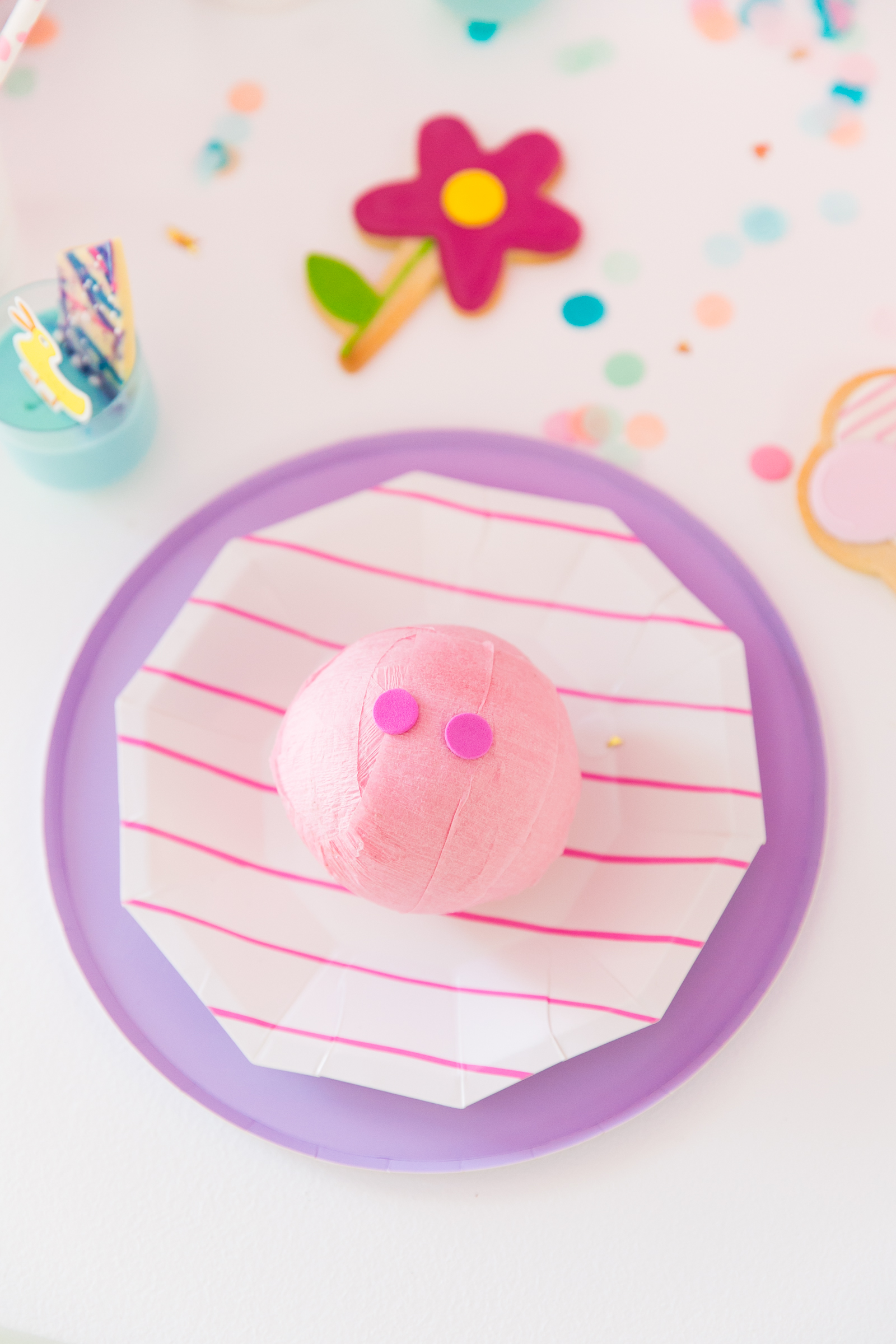 Oui Party - Peppa Pig Party - Table Setting.jpg