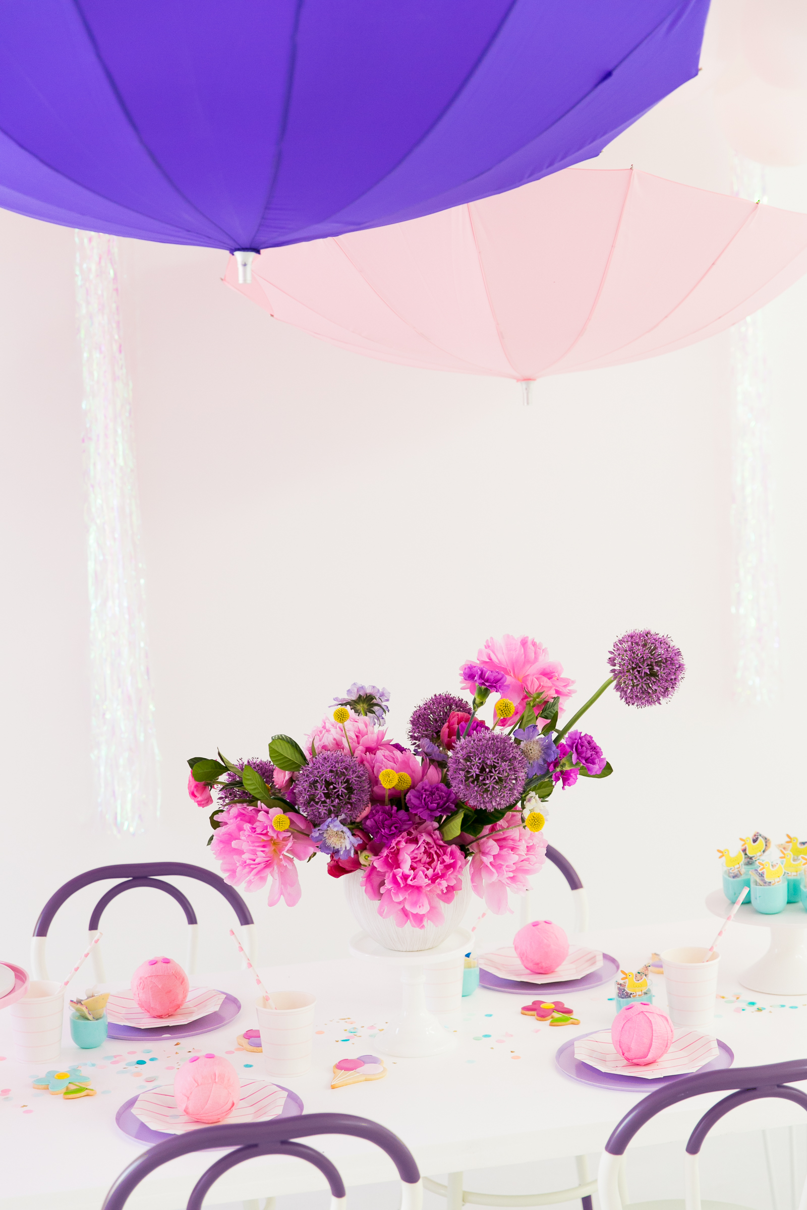 Oui Party - Peppa Pig Party - Tablescape and Centerpiece.jpg