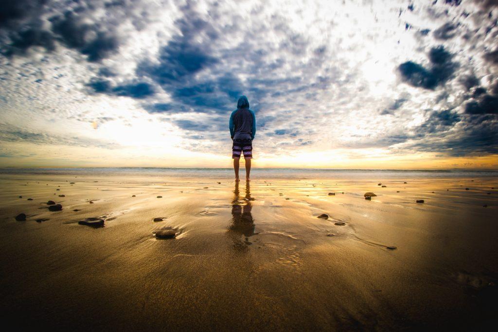 horizonte-y-persona-en-el-mar-1-1024x683.jpg