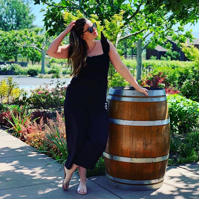 just got my wine delivered.... for the weekend. 😏 #TGIF. . . . www.crockpotscroptops.com . . . . #blogger #mnblogger #minneapolisbloggers #midwestblogger #wine #winecounty #sonoma #flashbackfriday #travel #minnstagram #romper #jumpsuit #asos #stevemadden #instafit #instastyle