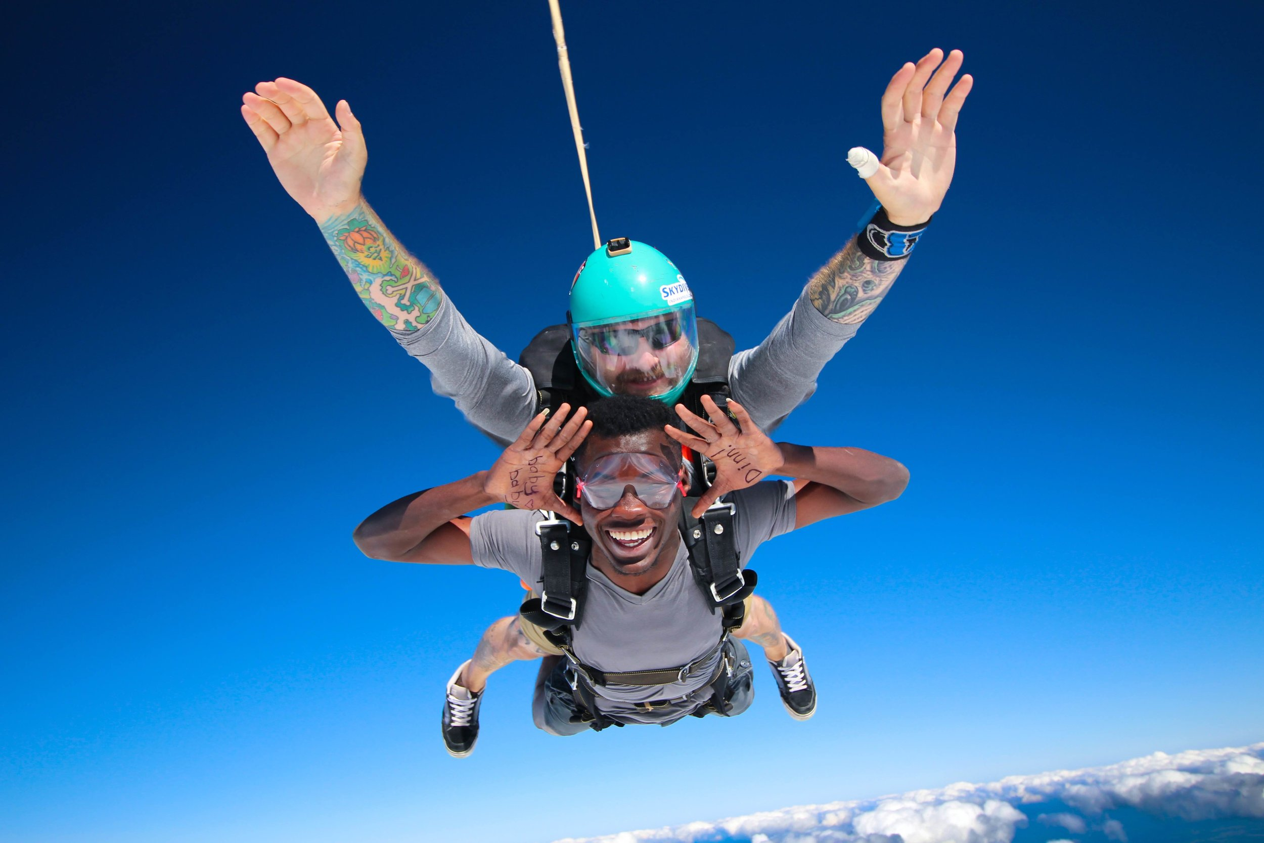 Skydiving, free fall and sharpies