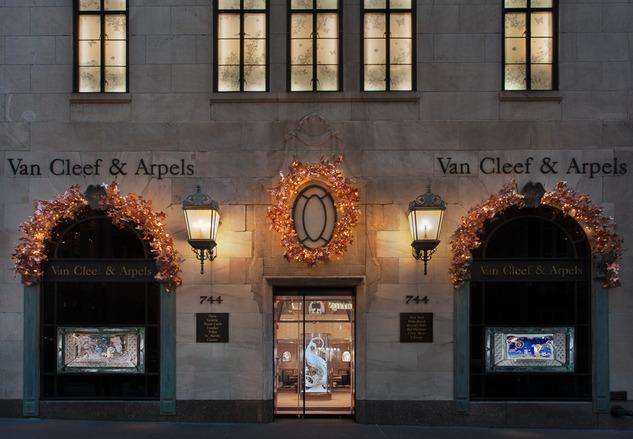 Holiday-windows-displays-for-Van-Cleef-Arpels-2012_14.jpg