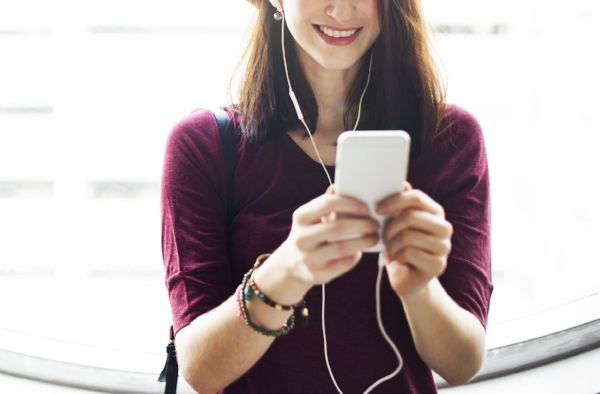 The Top 10 Podcasts for Nurses on the Road — Nurse Backpack