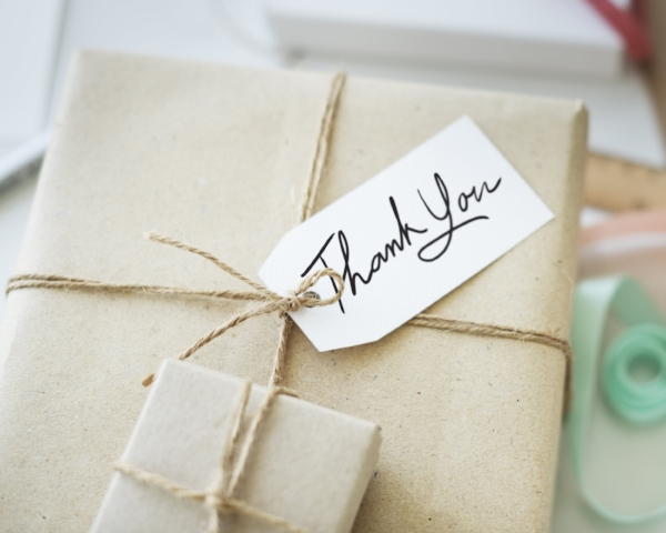 thank-you-gift-message-present-packing-concept-P5WGCGA.jpg