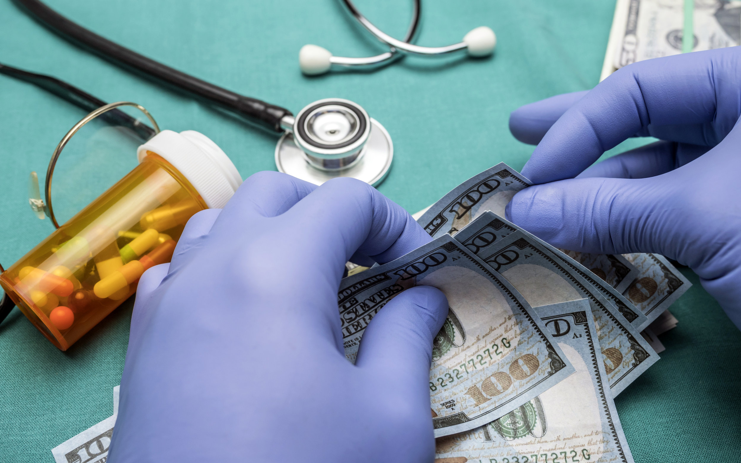 doctor-with-blue-latex-gloves-counting-hundred-FMZ7G2C.jpg