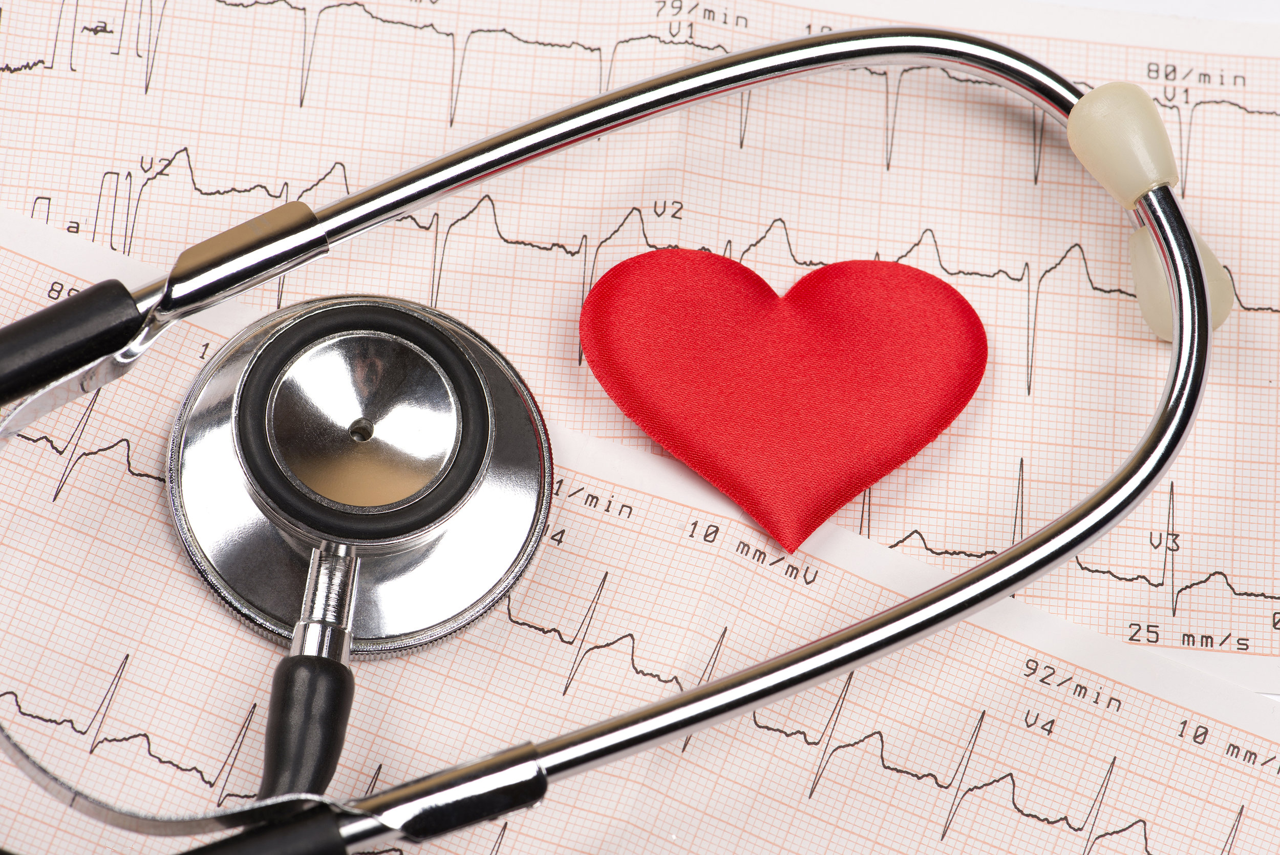 cardiogram-chart-with-red-heart-and-stethoscope-P78HKPW.jpg