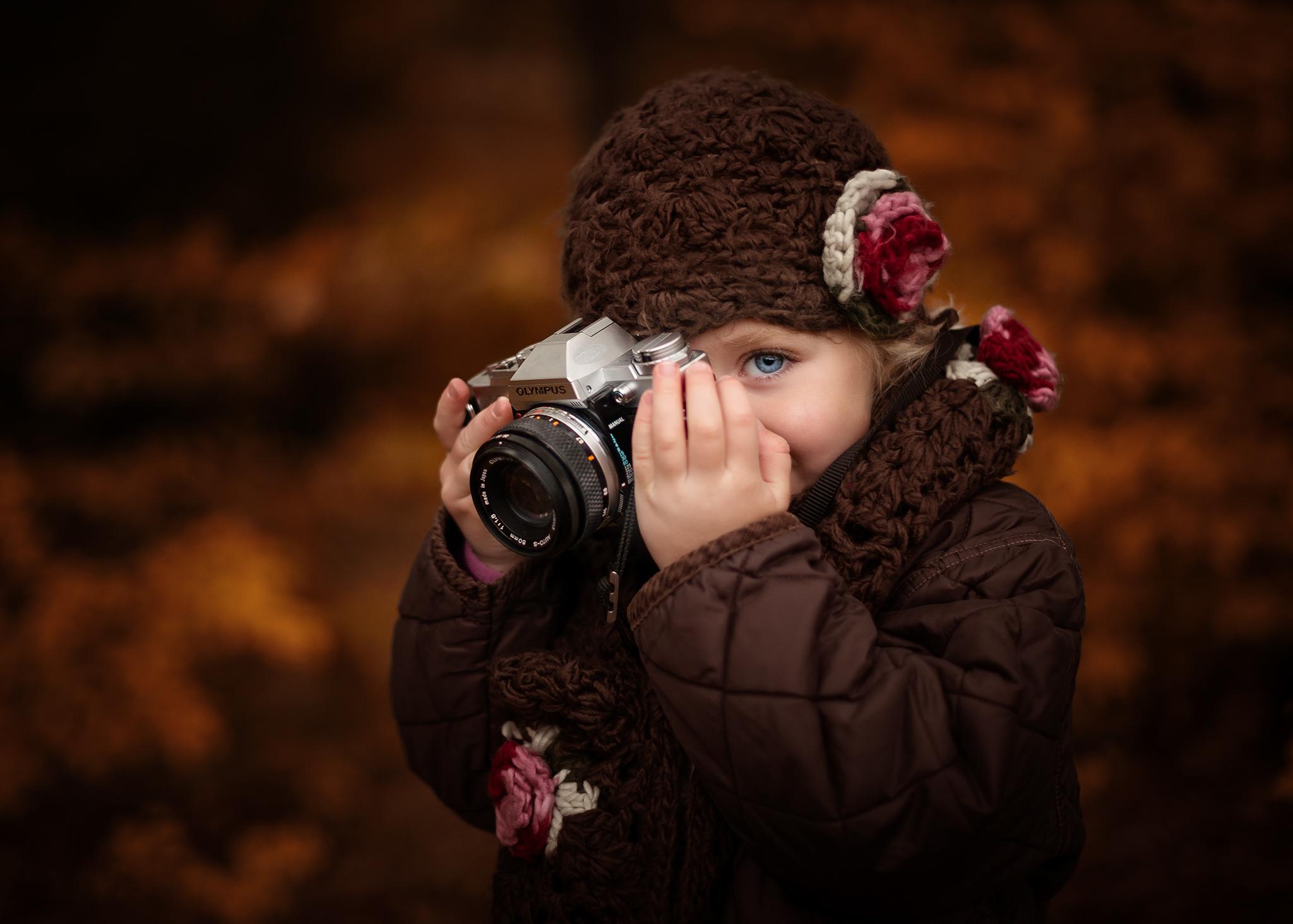 stock-photo-peep-126844273.jpg