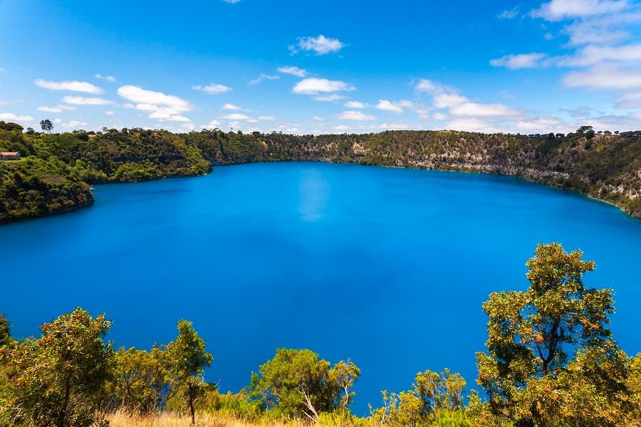 Australian-Road-Journeys-lake.jpg