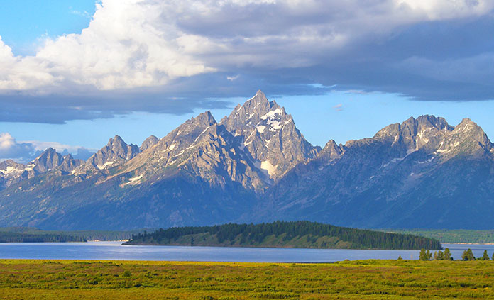 Yellowstone & Tetons Multi-Adventure Tour - As sure as Old Faithful, you'll enjoy the trip of a lifetime as you bike past high peaks, hike to geysers, float on the Snake River and spot wildlife.