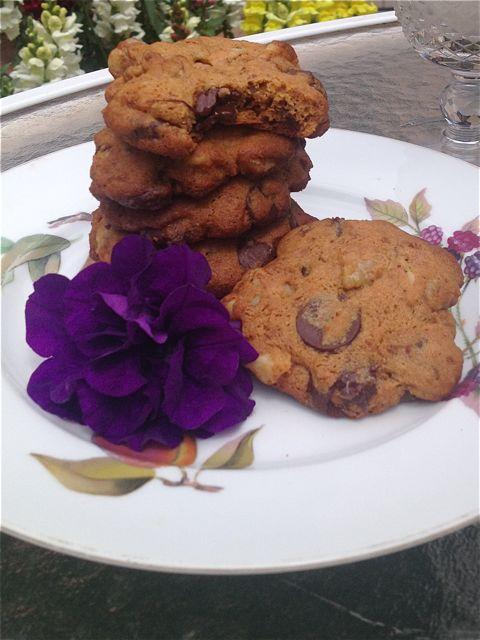 cookies with flower - Simply Enchanted Living - Rhianne Newlahnd - Sedona Arizona.jpg