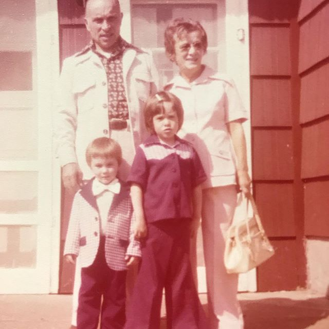 This is the face I used to make when I was a kid and people told me to smile 😂 That's me, my bro, Nonno and Nonna ❤️ #restingwitchface #nonno #nonna