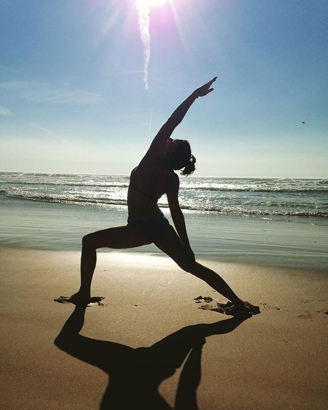 Reach for the sky #reversewarrior #yogaclasses @littleyogaspacelisboa #tonight #hathaflow 18.15h #yinyoga 19.45h  #yogalisboa #yoganalisboa #yoganalovethis #sunsetyoga #yinyangyoga #timeforyourself #wellbeing #namaste #timeoutlisboa #breathe #relax #thegoodlife #portugal